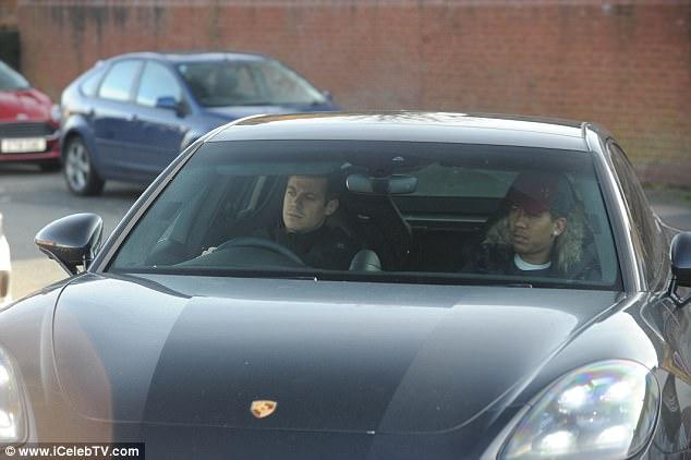 فيرمينو يقود سيارته البورش