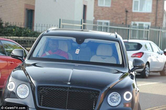 دانيل ستوريدج يقود سيارة بنتلي