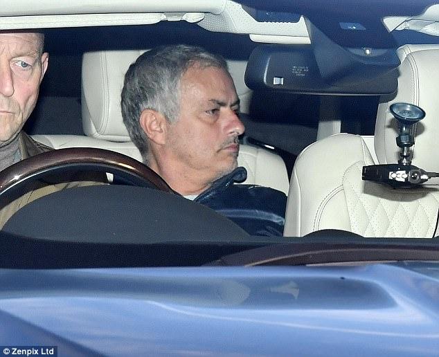 مورينيو في سيارته
