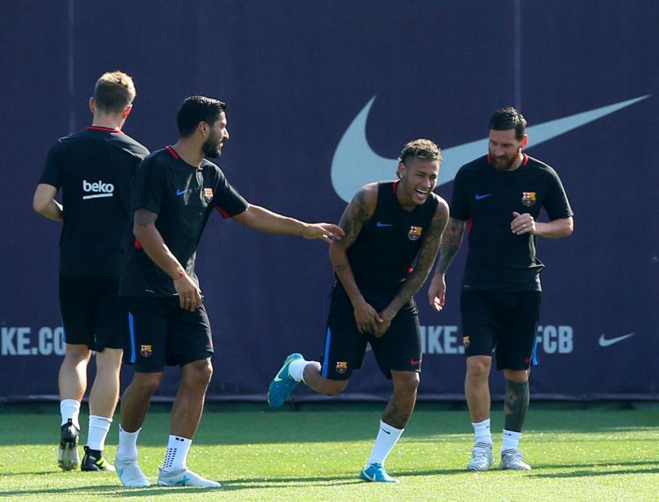 نيمار وميسي وسواريز في تدريبات برشلونة