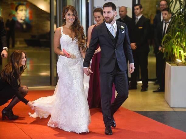 العروسين على السجادة الحمراء