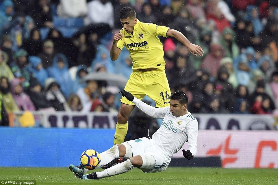 كاسيميرو فى صراع على الكرة