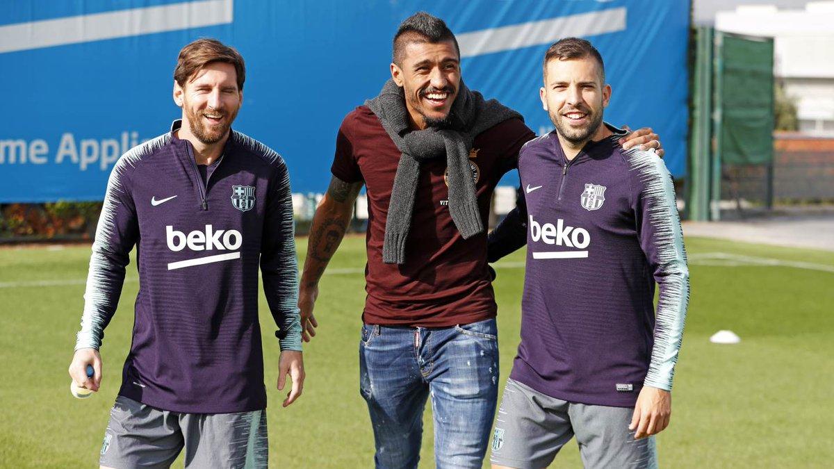 باولينيو مع سواريز وميسى