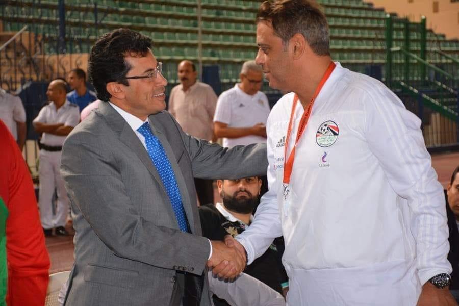 وزير الرياضة فى مران المنتخب (3)