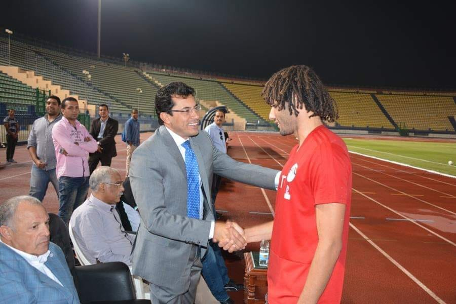 وزير الرياضة فى مران المنتخب (4)