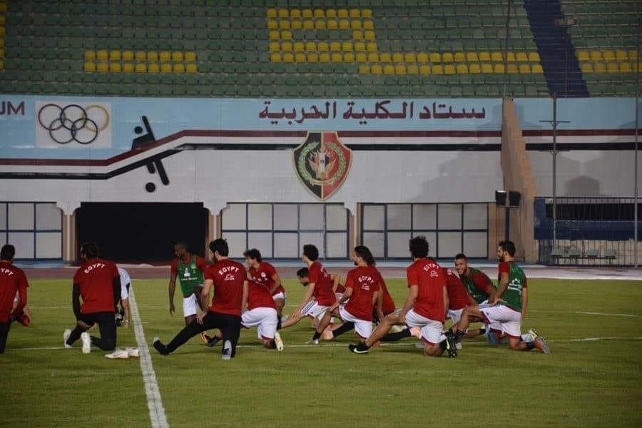 وزير الرياضة فى مران المنتخب (7)