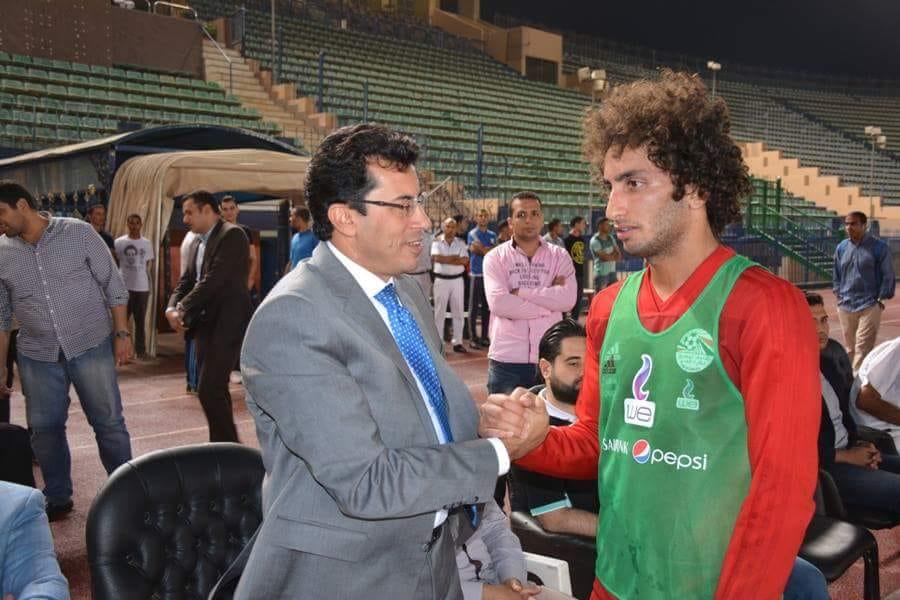 وزير الرياضة فى مران المنتخب (1)