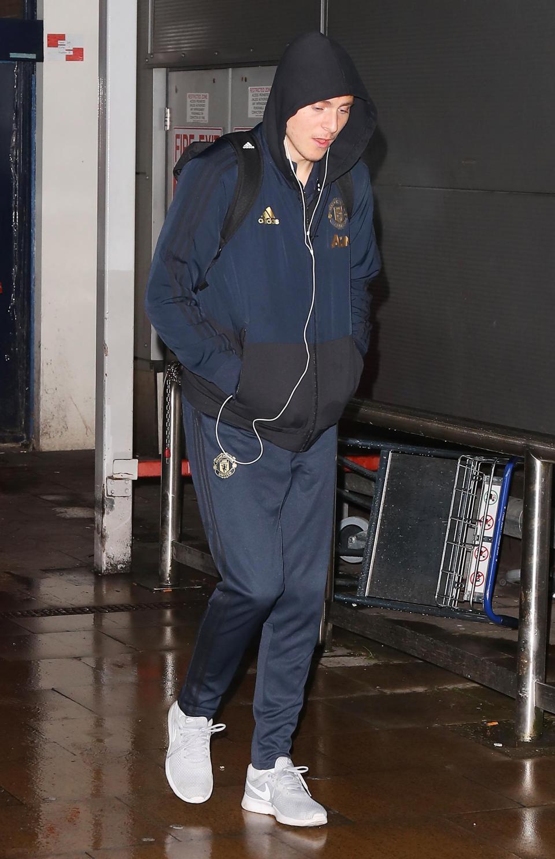 عودة بعثة مانشستر يونايتد لانجلترا بعد الفوز علي يوفنتوس (3)