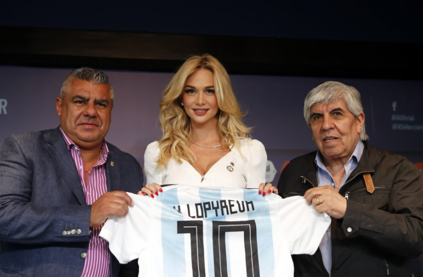 لوبريفا مع رئيس الاتحاد الأرجنتينى