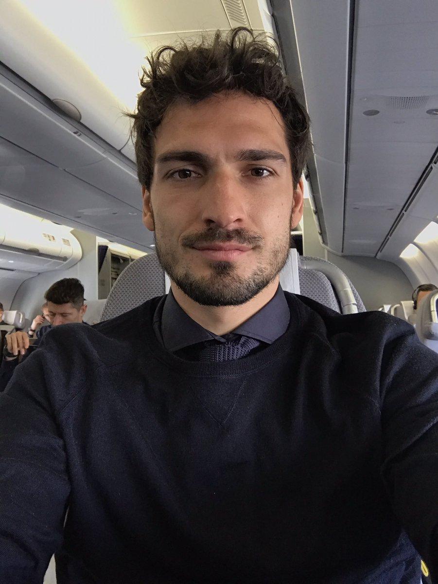 هوميلز فى الطائرة