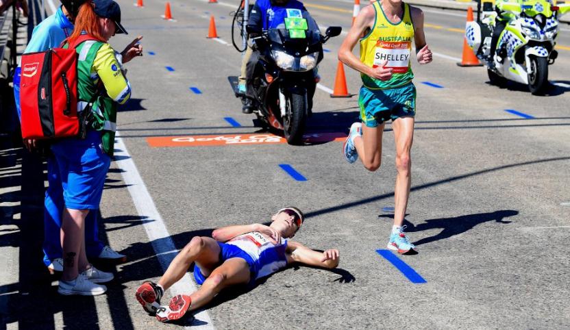 متسابق أسكتلندى يسقط من التعب فى سباق ماراثون