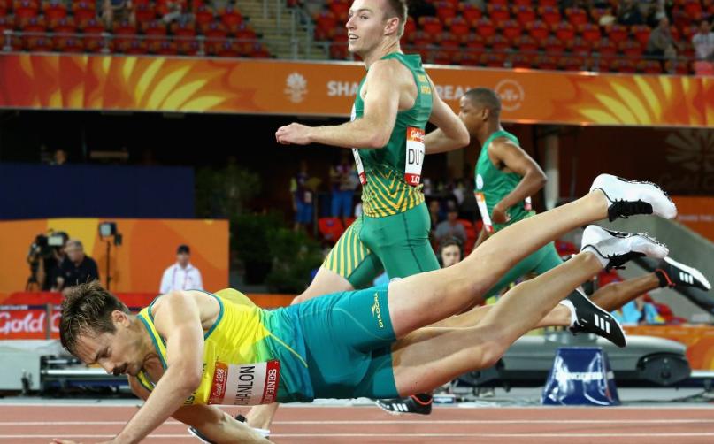 عداء أسترالى يفوز بسباق 100 متر بطريقة رائعة