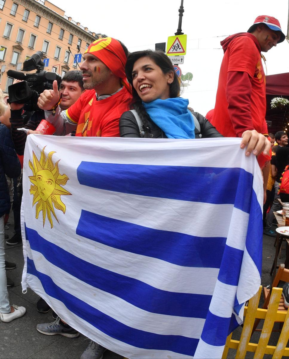 مشجعو أوروجواى يتضامنون مع البلجيك