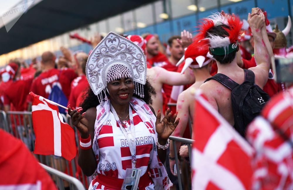 مشجعة دنماركية ترتدى كوكوشنيك