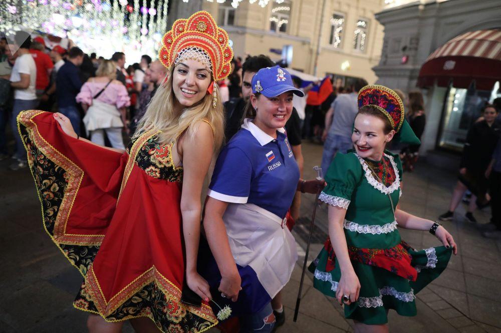 فتيات روسيا يرتدين كوكوشنيك