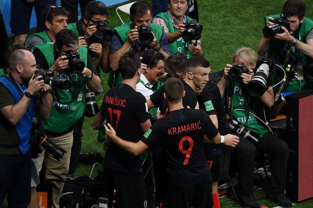 احتفال لاعبى كرواتيا مع المصور (6)