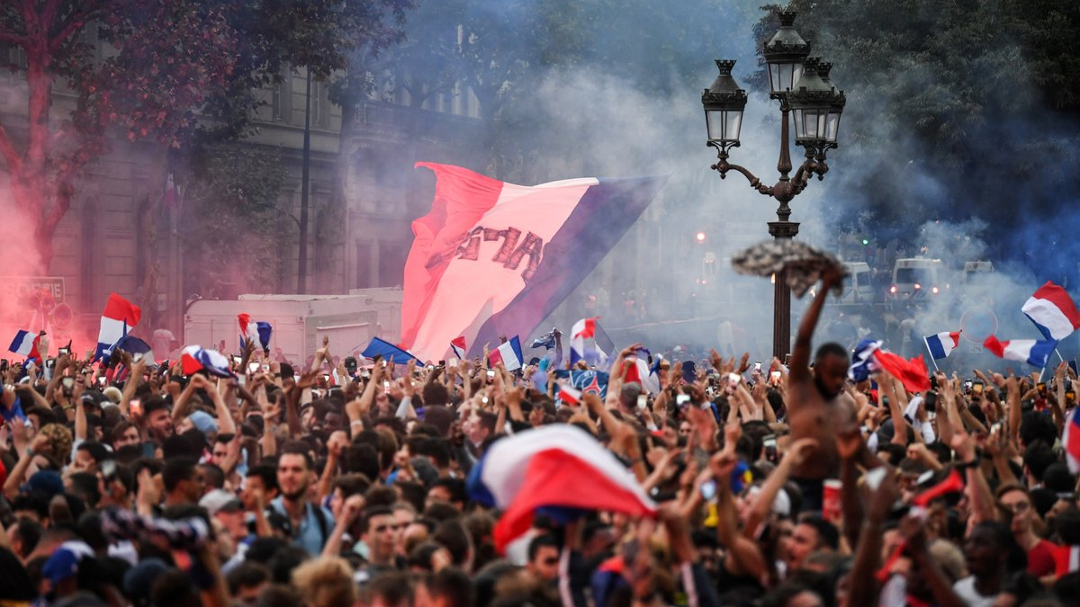 احتفالات جماهير فرنسا