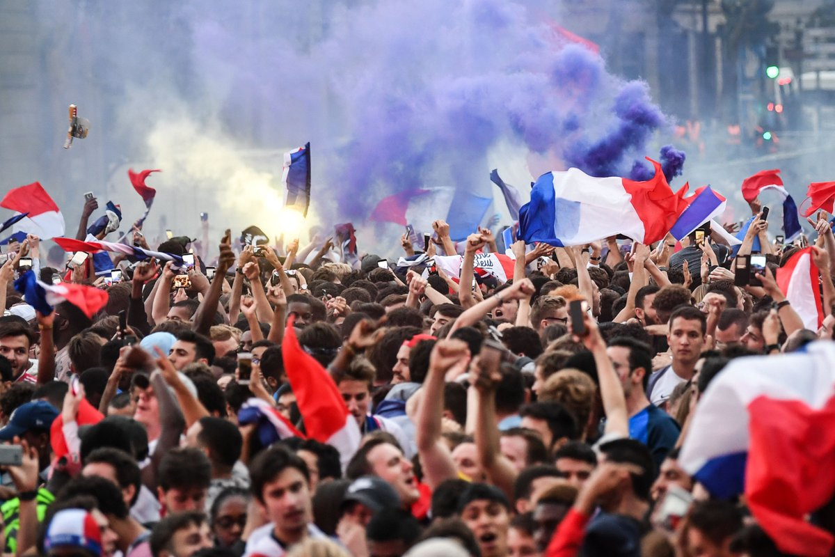 جماهير فرنسا تحتفل