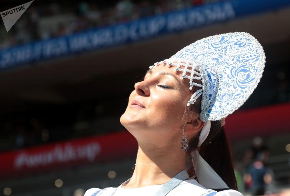 روسية ترتدي كوكوشنيك