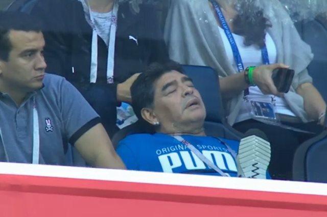 مارادونا نائما