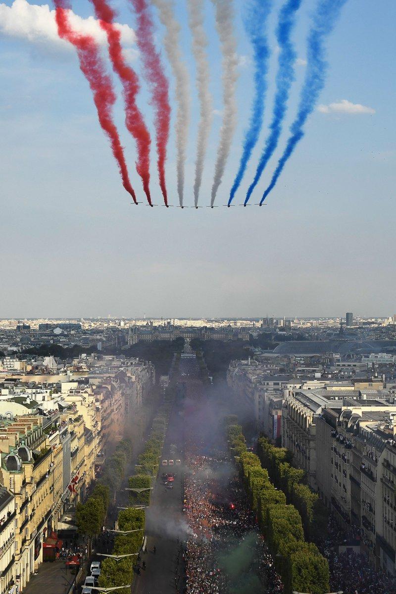 الطيران الفرنسى يحتفل بأبطال العالم