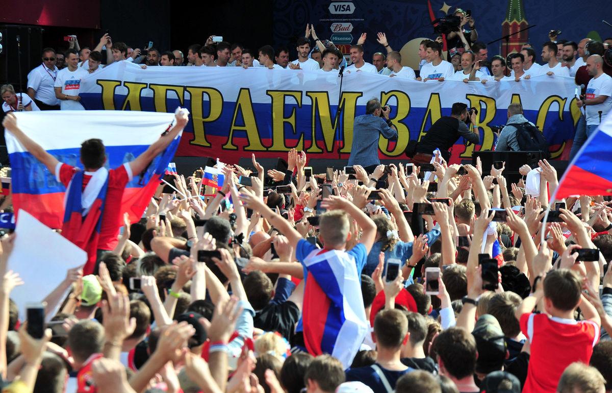 احتفال نجوم المنتخب الروسي