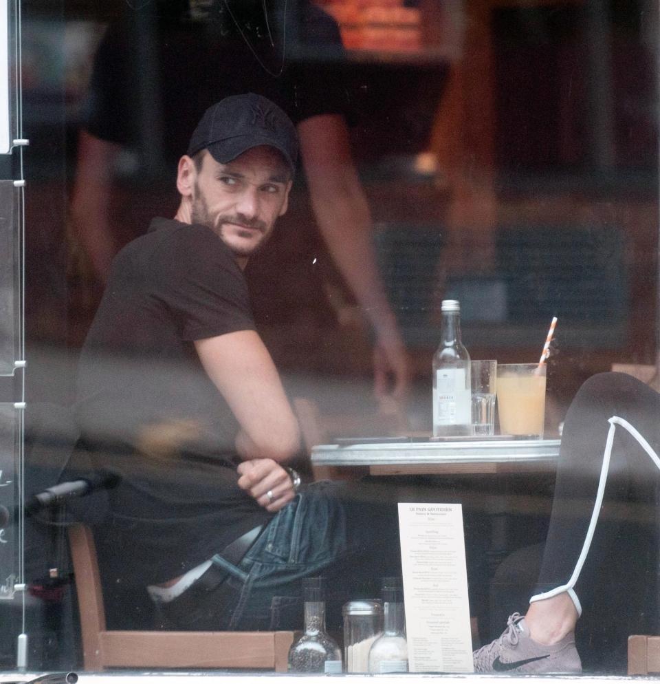 هوجو لوريس وزوجته (6)