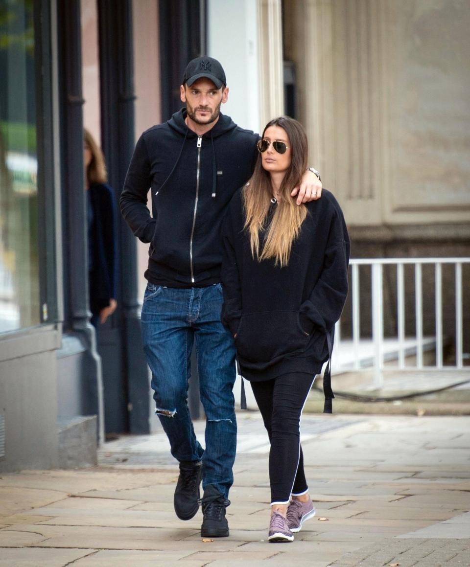 هوجو لوريس وزوجته (8)