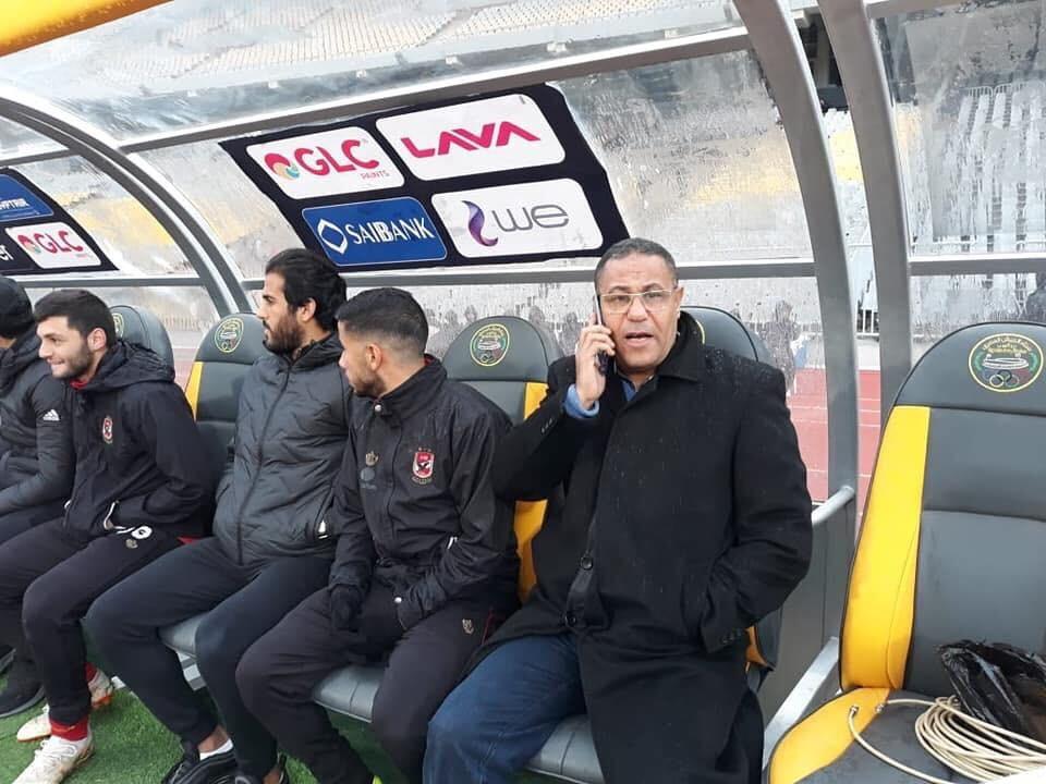 مراقب المباراة يجلس على دكة الأهلي (5)