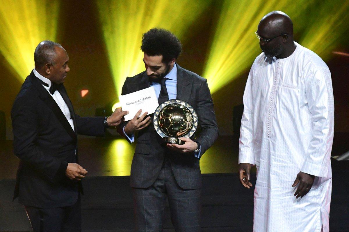 محمد صلاح يتوج بالجائزة