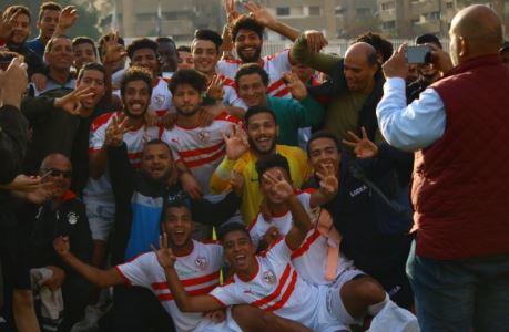 احتفال شباب الزمالك بالفوز على الأهلى (1)
