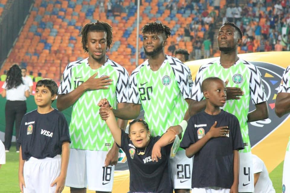 نجم نيجيريا والطفلة