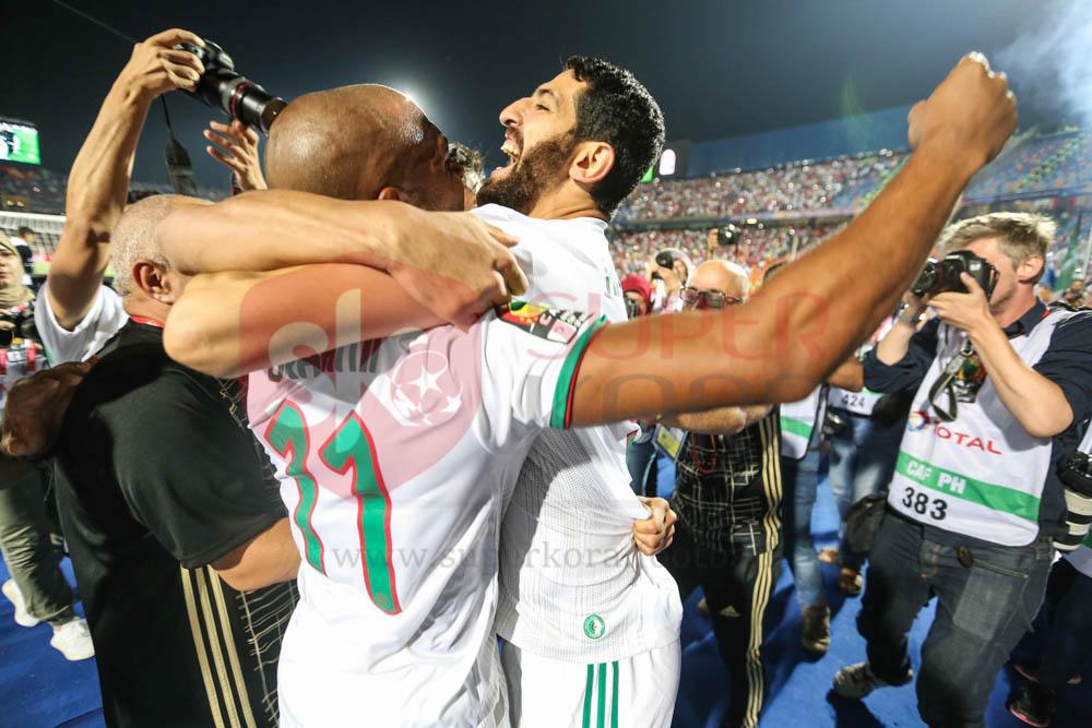 فرحة الجزائر بالفوز على السنغال فى نهائى أمم أفريقيا (8)