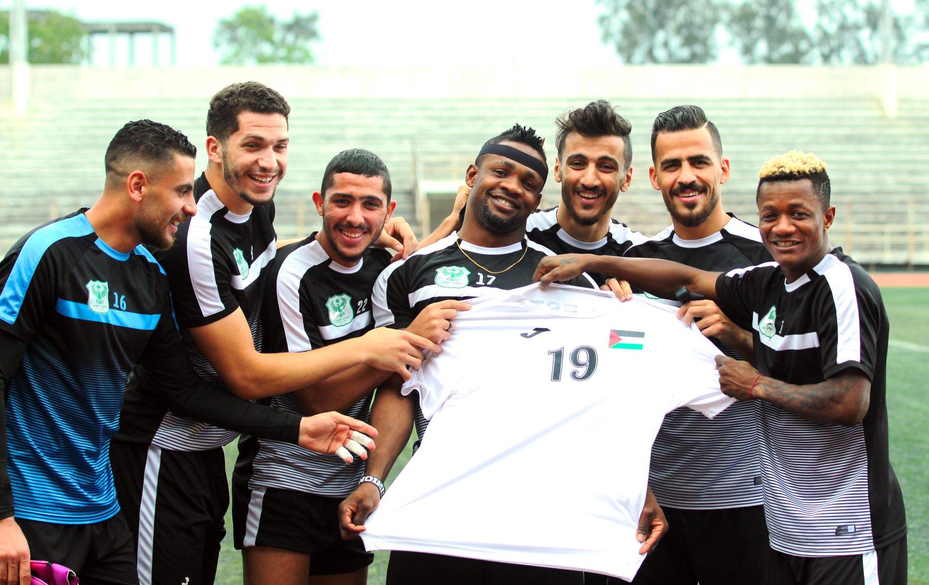 محمود وادى يهدى أوستن تيشيرت فلسطين