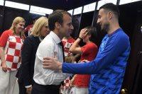 الرئيس الفرنسى فى غرفة ملابس كرواتيا