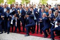 ماكرون يستقبل لاعبى فرنسا