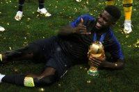 أومتيتي مدافع برشلونة ومنتخب فرنسا