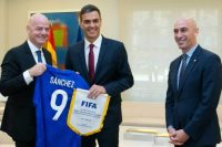 اجتماع بين رئيس الفيفا ورئيس وزراء إسبانيا
