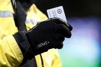 جماهير تشيلسي تقذف بطاقات العضوية عقب سداسية مانشستر سيتي