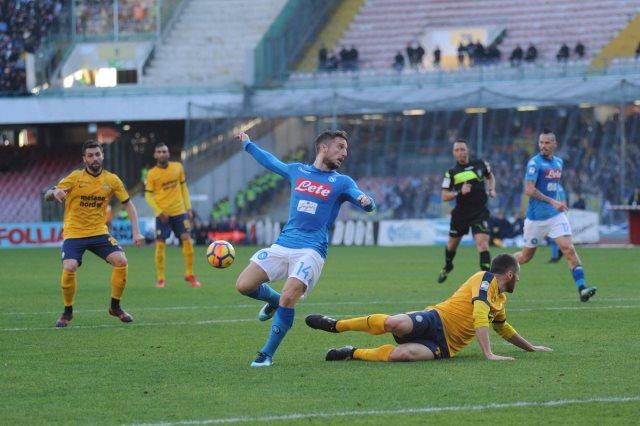 نابولى فاز على هيلاس فيرونا 2-0
