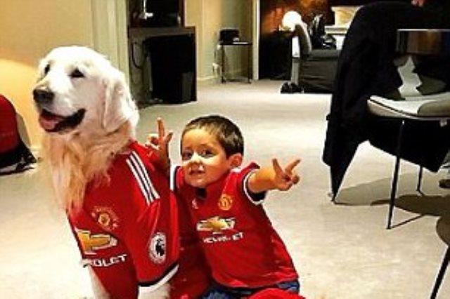 كلب سانشيز مع ابنه