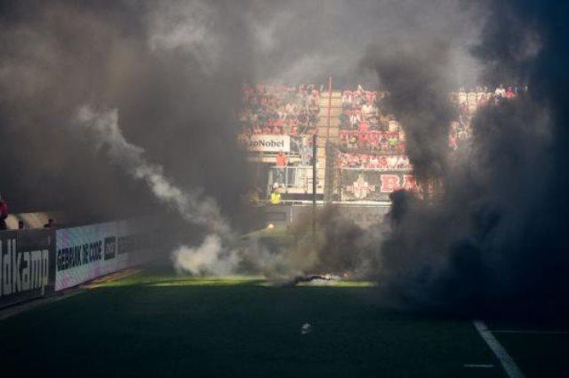 الشماريخ فى أرض الملعب