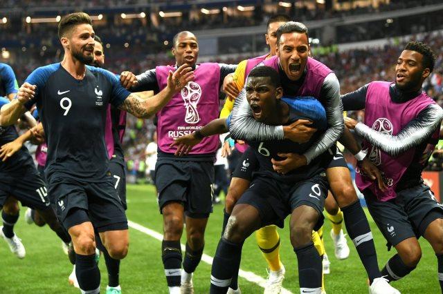 فرحة المنتخب الفرنسى بهدف بوجبا