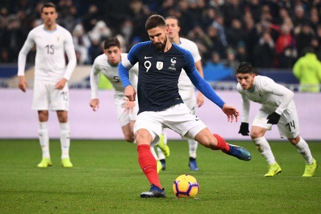 جيرو يسجل هدف فرنسا