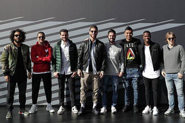 لاعبو ريال مدريد يستقبلون سياراتهم الجديدة