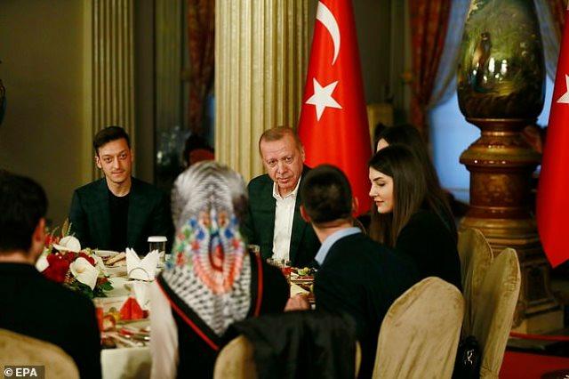 اوزيل مع اردوغان