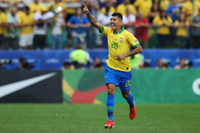 فيرمينو  البرازيل وبيرو  البرازيلي