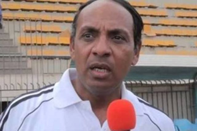 نائب اللجنة الخماسية لإدارة اتحاد الكرة يحضر مباراة الكويت واستراليا