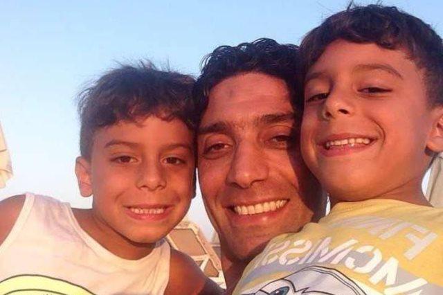 إسلام الشاطر مع أبنائه