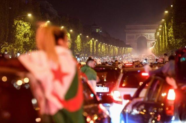 جماهير الجزائر فى باريس